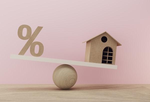 Czym różni się oprocentowanie stałe i zmienne kredytu?